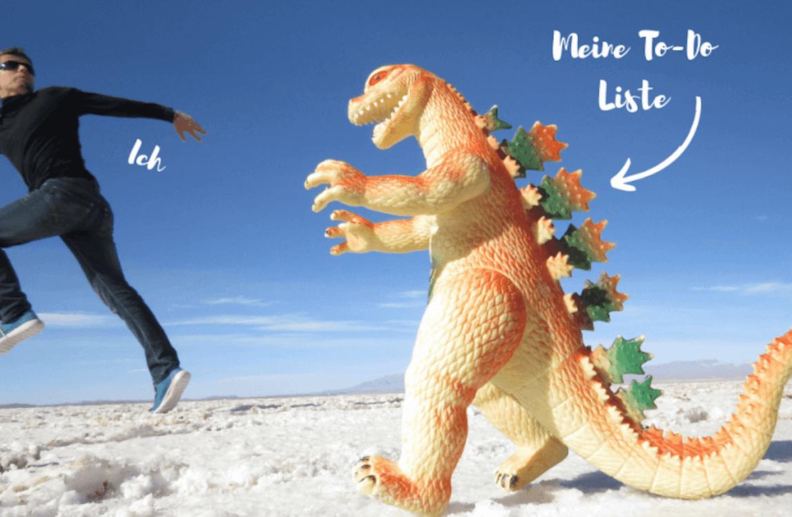 prokrastination, mann läuft weg vor Dino